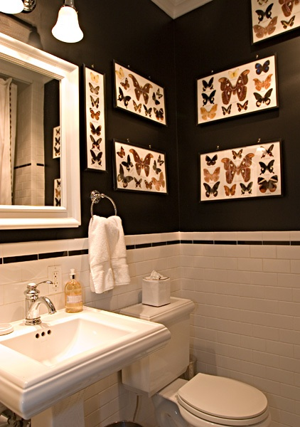 black and white tile bathroom. The athroom had lack and